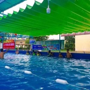Mái Xếp Lượn Sóng Che Bể Bơi